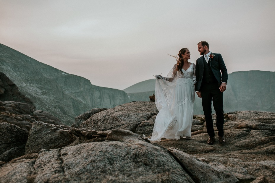 romantic wedding photos at sunset
