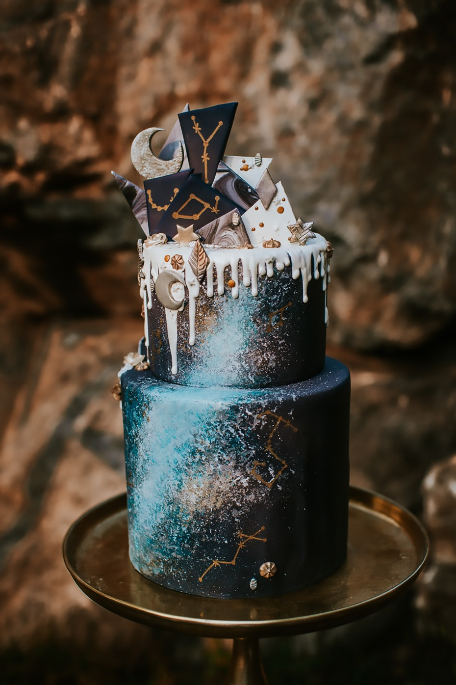stars and moon themed wedding cake