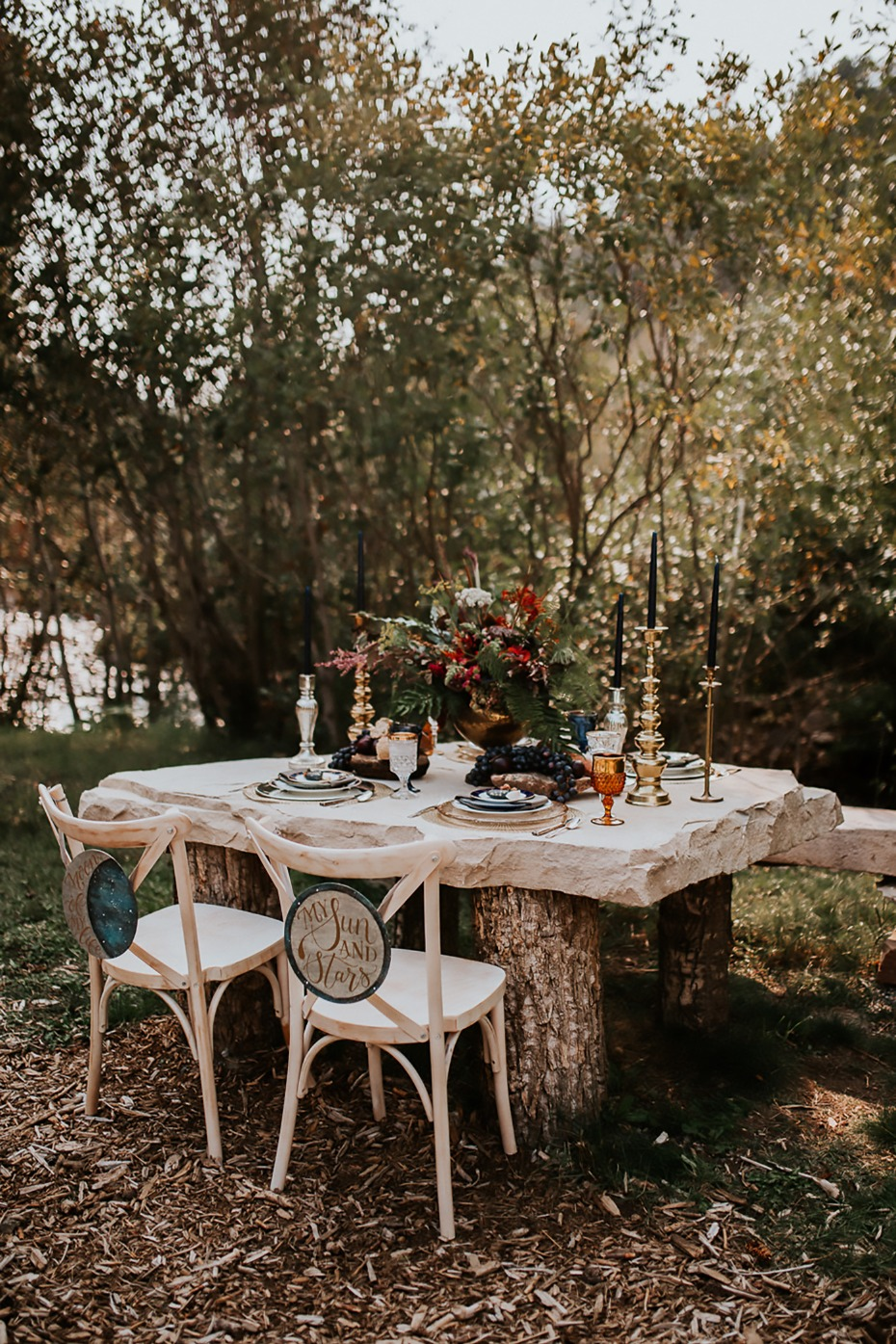 impressive outdoor sweetheart table on a slab of raw granite