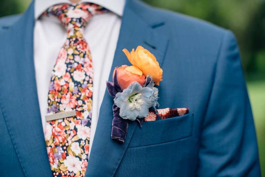 Flower groom details