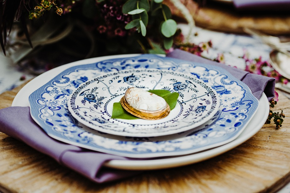 Cameo place setting idea with blue and white china