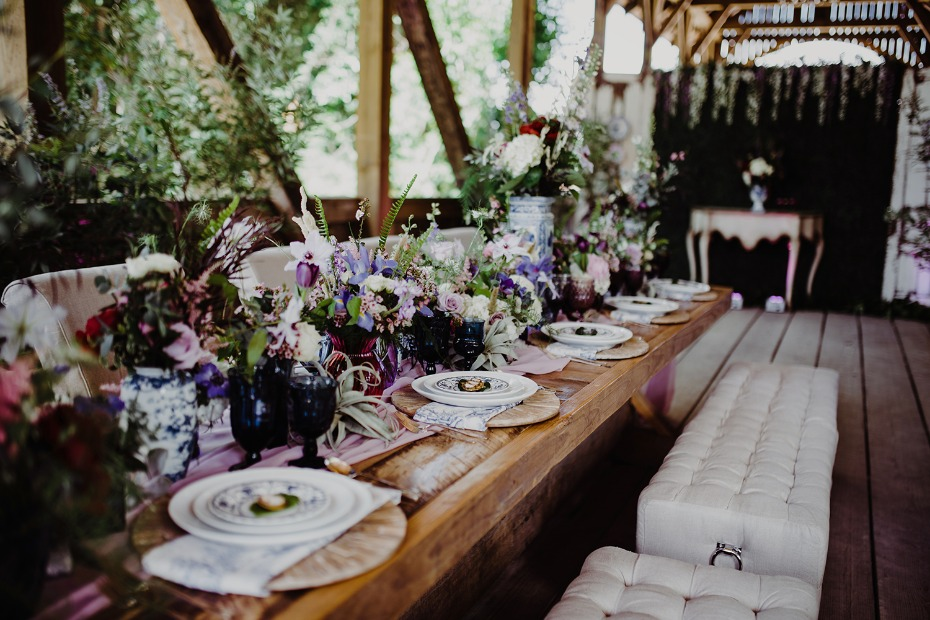 Dramatic table decor