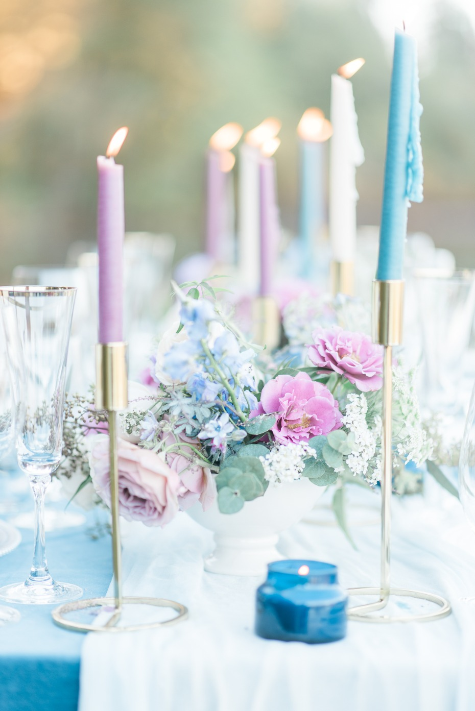 Elegant centerpiece in blue and pink