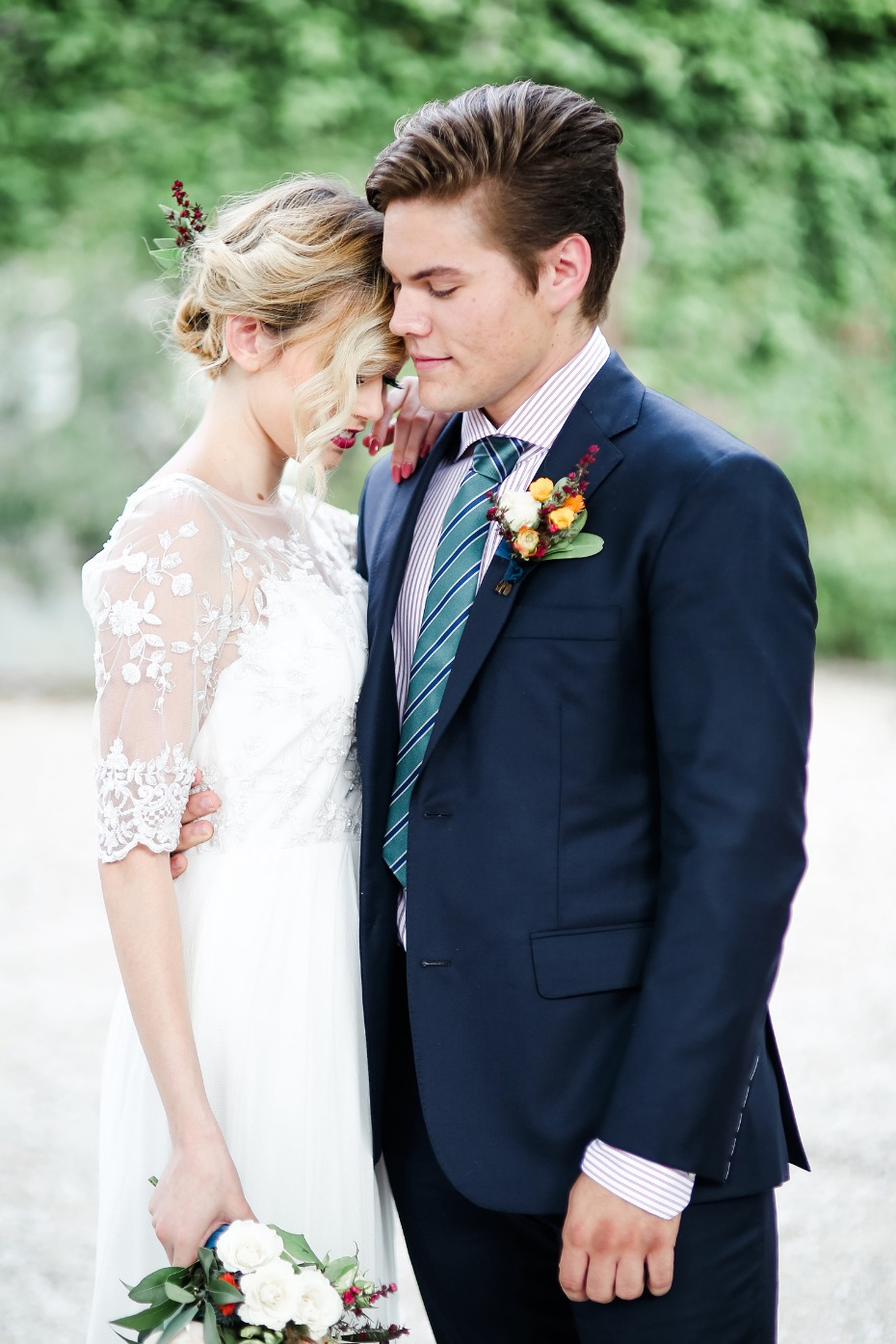 bride and groom style for a modern boho chic wedding