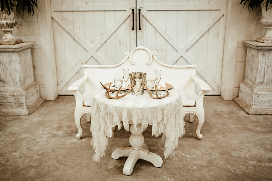 Rustic chic sweetheart table