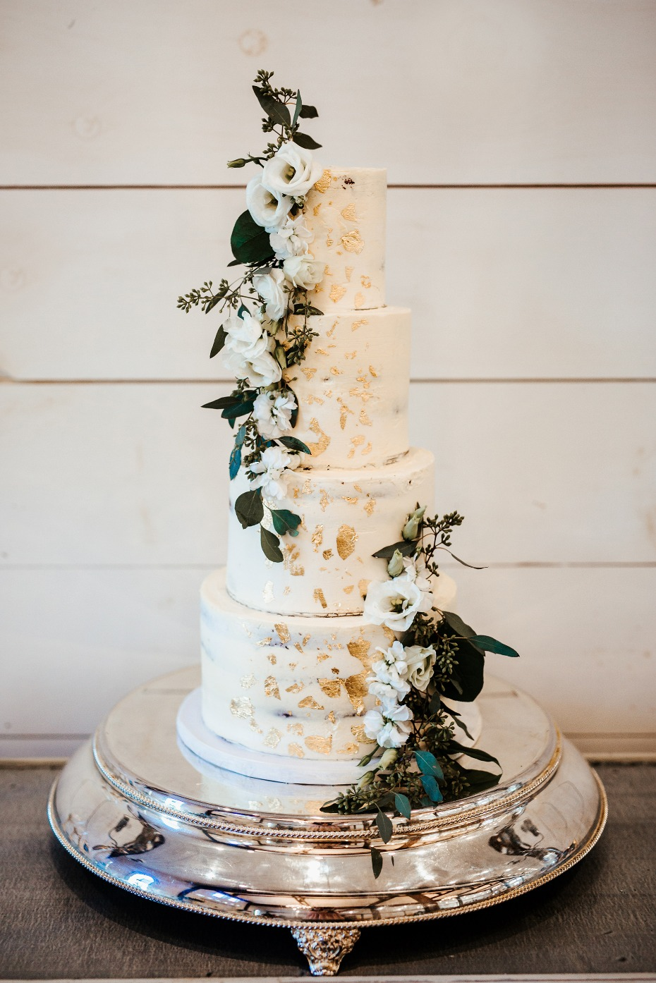 White and gold cake with white flowers