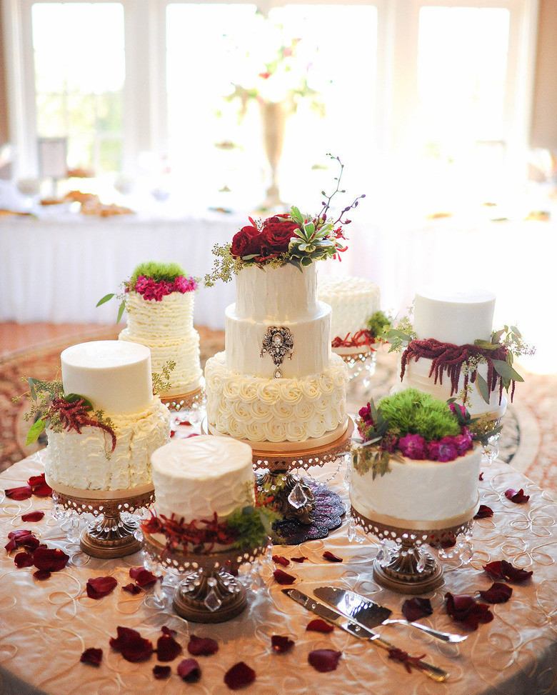 Fall Wedding 🌿🥀🍃Cake Table spotlighting our collection of Opulent Treasures Gold Chandelier Cake Stands