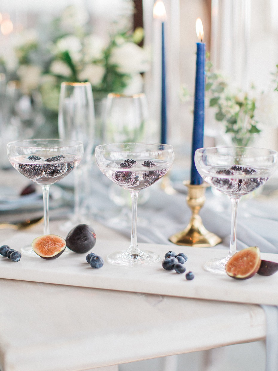 sparkling blackberry wedding cocktails