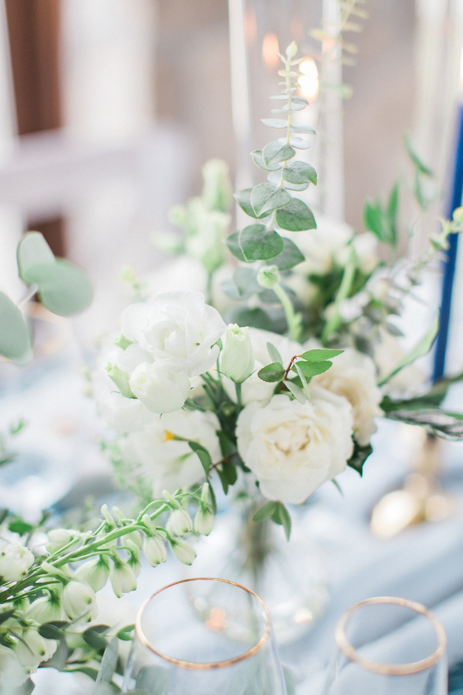 white floral table decor