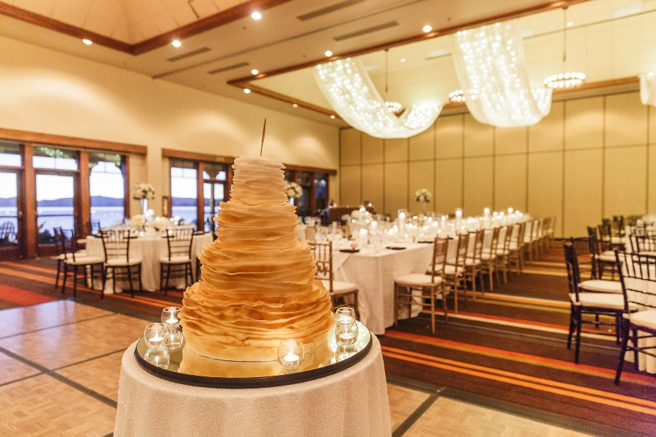 Elegant reception in gold and white