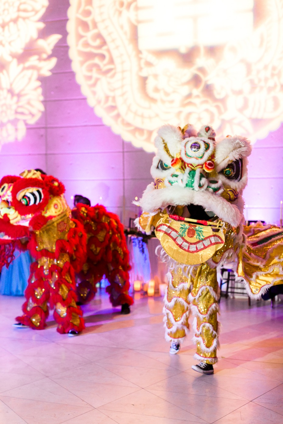 traditional Chinese dragon dancers