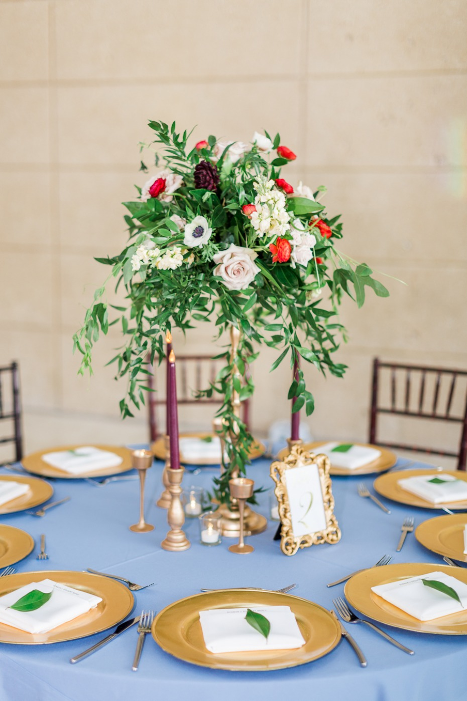 gold and dusty blue wedding table decor