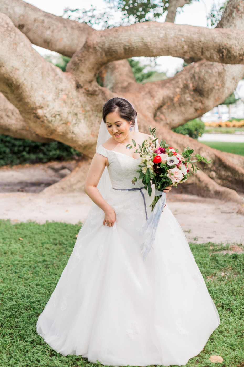 A line wedding dress for your classic bridal style