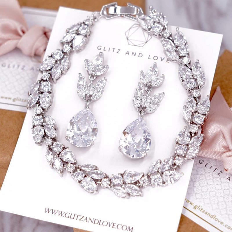 Elegant Silver bridal jewelry set. Available in silver and rose gold.