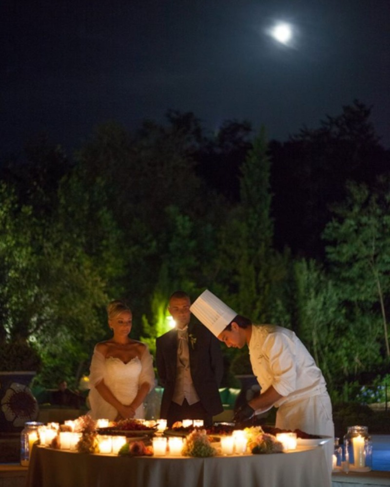 The final touch to your perfect wedding day: the cutting of the cake under the glistening moonlight, shining over Valle di Badia�