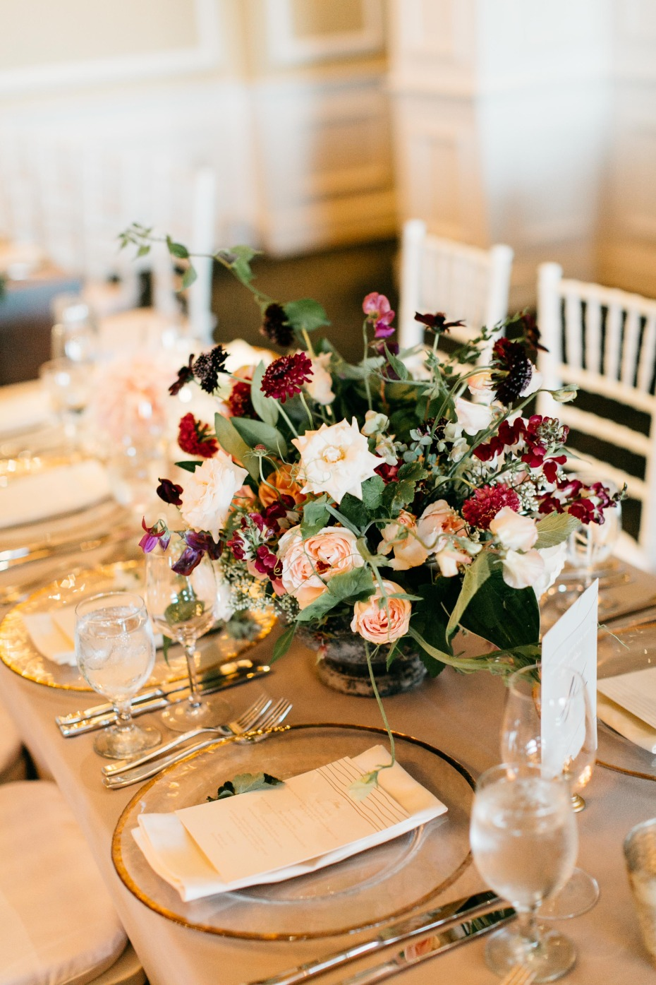 classic and elegant wedding table decor