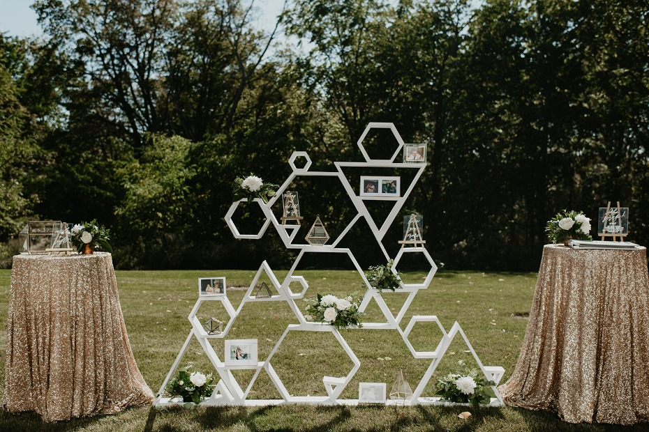 Geometric shelf display