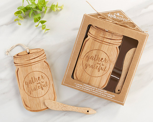 This two-piece set features a bamboo mason jar-shaped cheeseboard and coordinating bamboo spreader, perfect for guests to sample meats