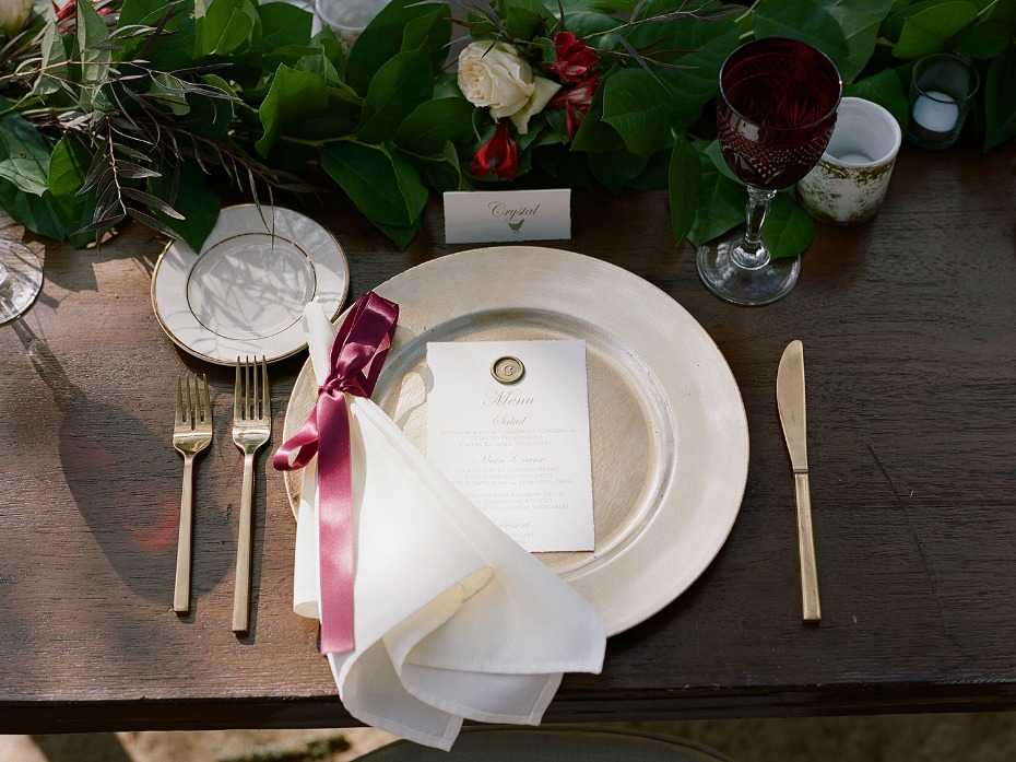 simple and elegant wedding place setting