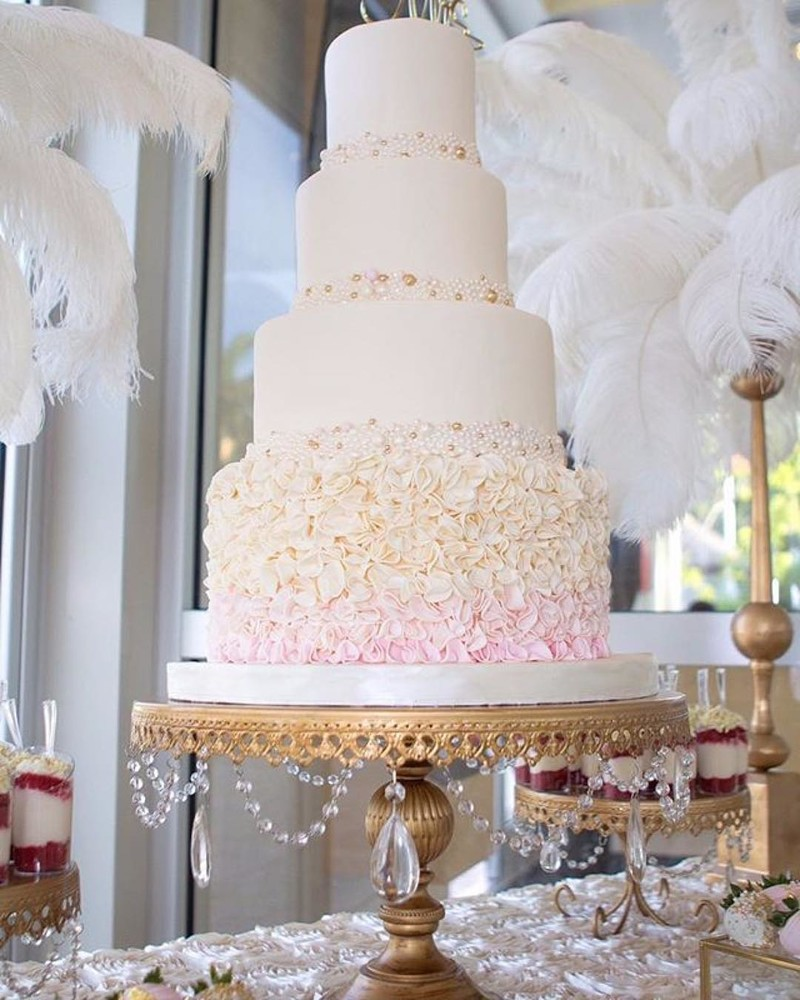 Our Grand Wedding Cake Stand is featured 💕✨on @weddingchicks
