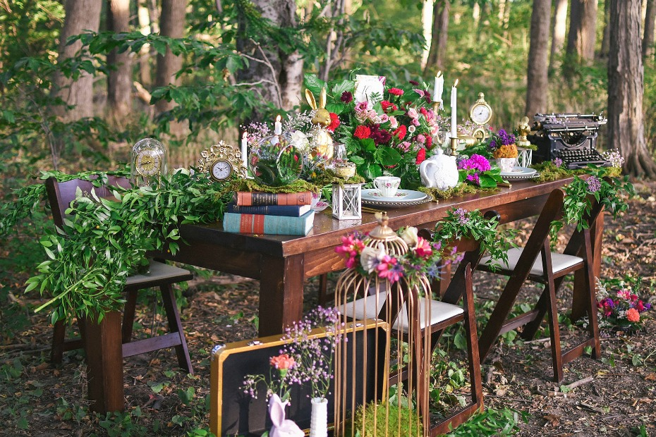 eclectic wedding table style for your woodland wonderland wedding