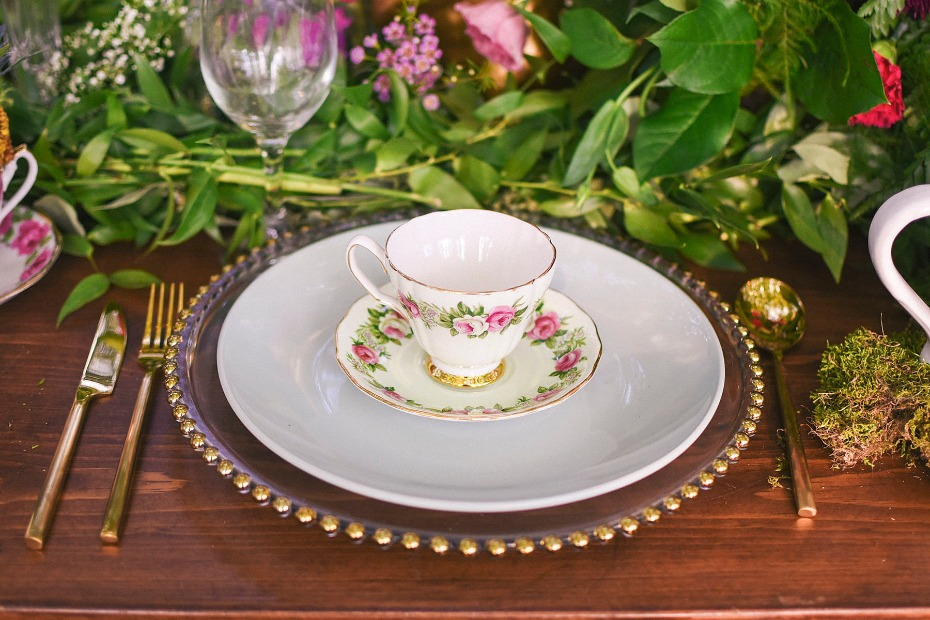 tea cup mad hatter table setting