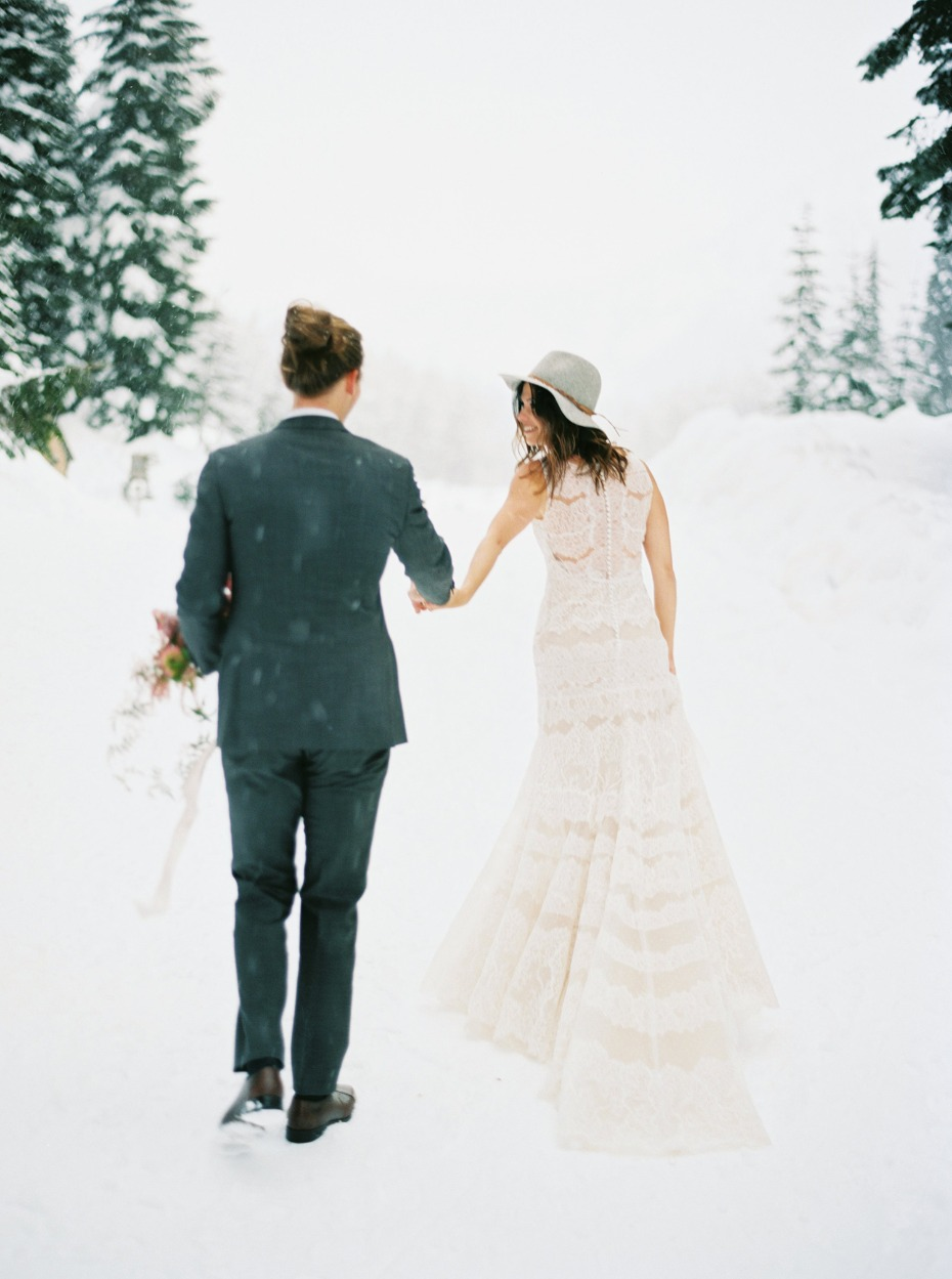 winter wedding photo ideas for the alternative boho couple