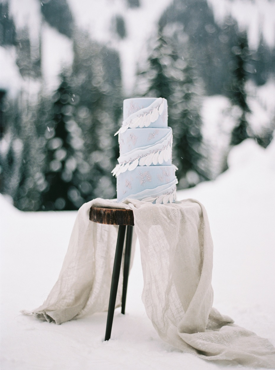 simple winter wedding cake table