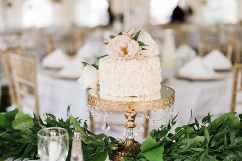 Opulent Treasures Wedding Cake Stands will spotlight your sweet celebration! We offer a gorgeous selection of cake stands, dessert