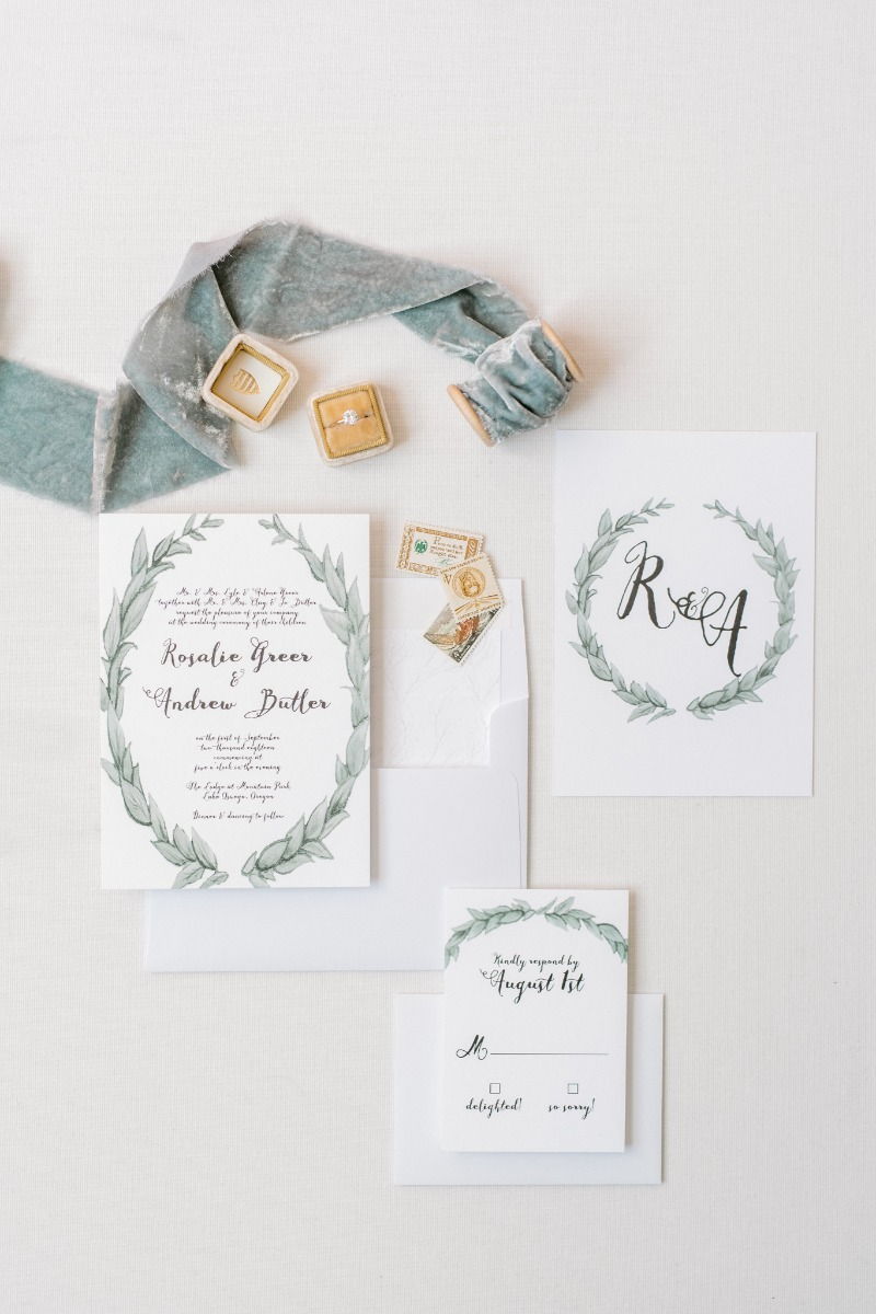 There's nothing quit like a clean and simple wedding invitation design. This Leafy Love look is giving us all the feels!