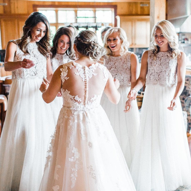 your first look w/ your forever friends.👰💕👯♀️