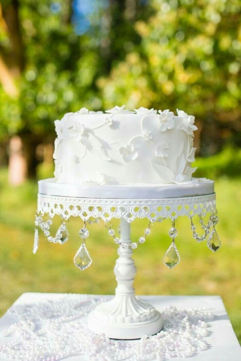 Traditional White Wedding! Love the details on this simply elegant one-tier wedding cake on an Opulent Treasures white chandelier cake
