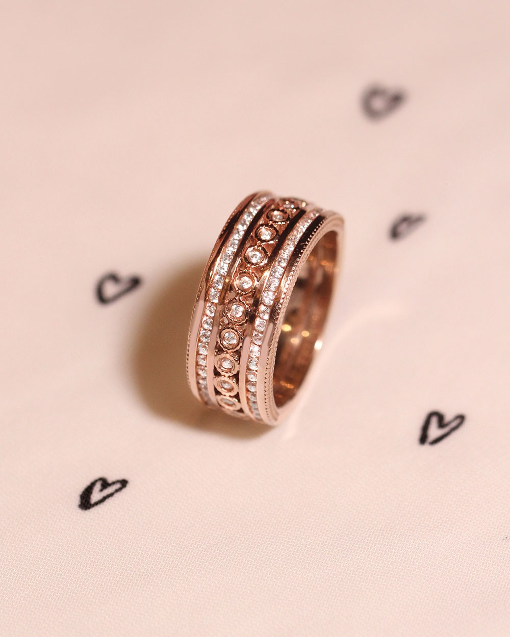 7 Perfectly Romantic Engagement & Gift Ideas For Valentine\'s Day