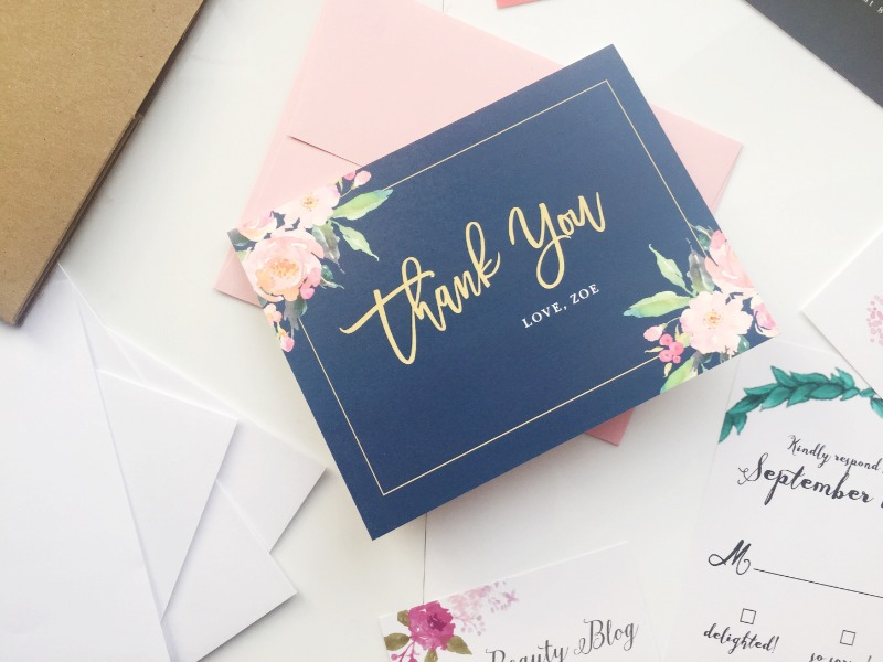 Sending out matching wedding thank you notes is just as important as your wedding invites. And this standing ovation design is EVERYTHING