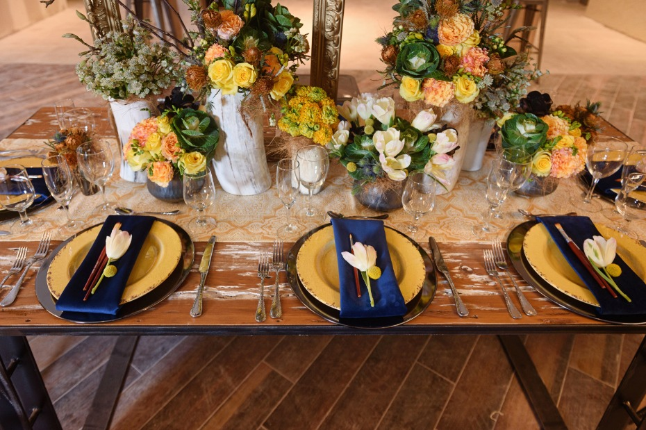 Blue and yellow table decor