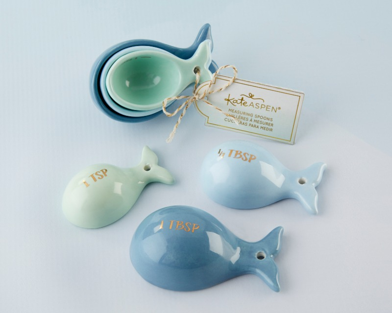 Want the recipe for a great wedding favor? How about a pinch of style and a dash of function? Our Ceramic Whale Shaped Measuring Spoons