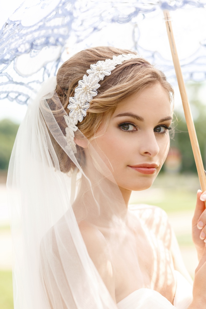 Ivory and pearl bridal headband perfect for an outdoor wedding.
