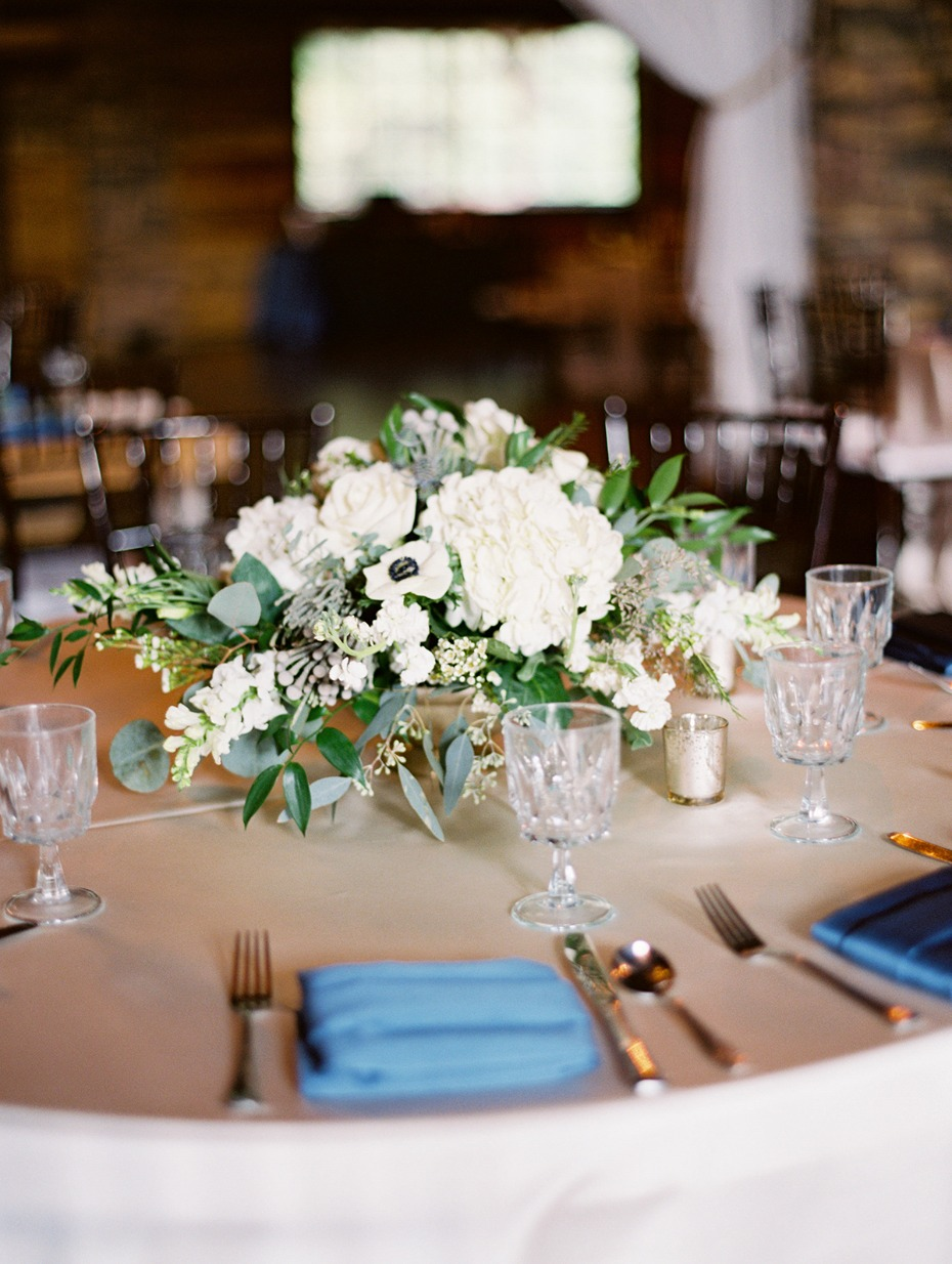 round table centerpiece idea for your rustic chic wedding