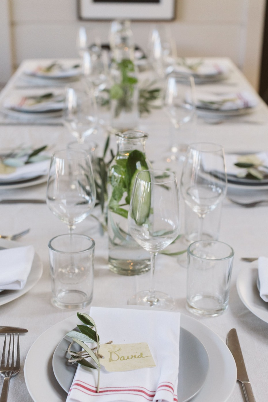 white and grey wedding table decor simple and chic