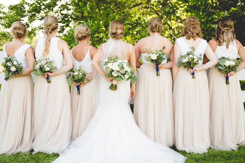 Here's to the babes who always have their bride's back.💕