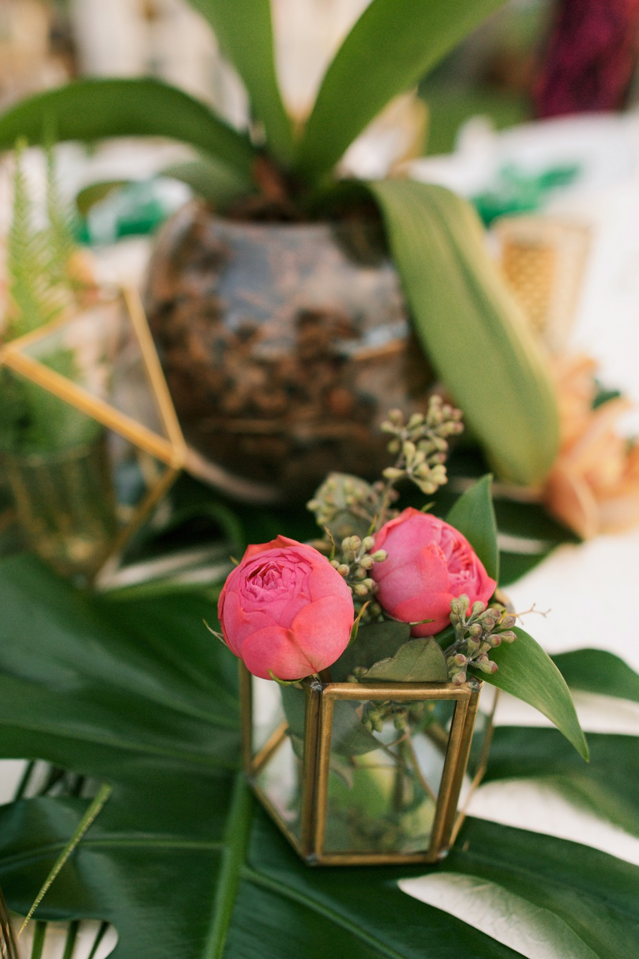tropical and vintage style wedding table decor