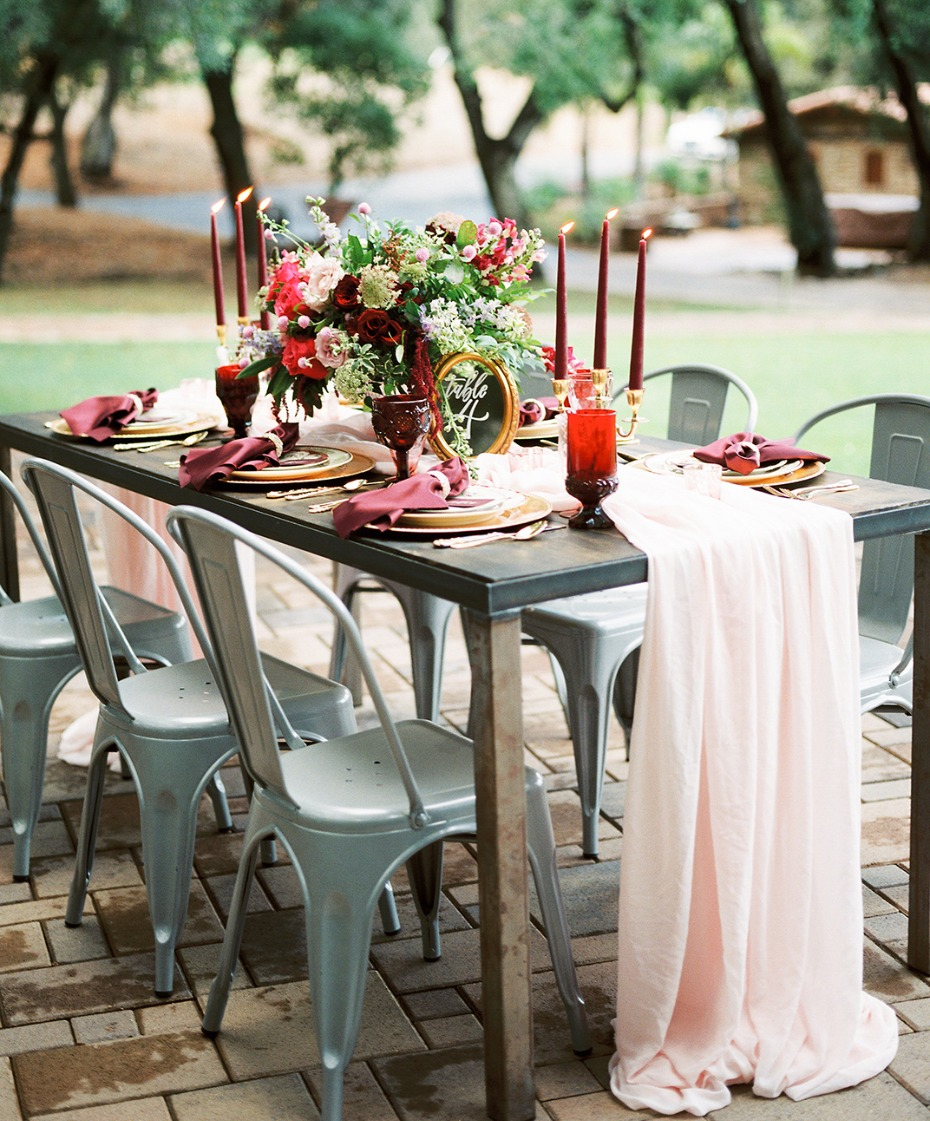 Red and blush table decor