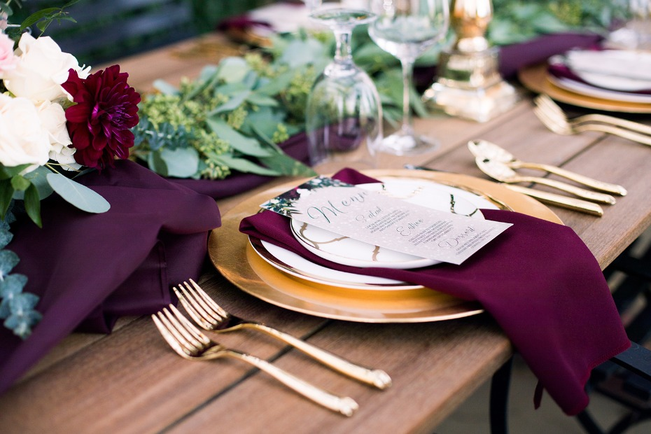 gold and burgundy wedding table decor