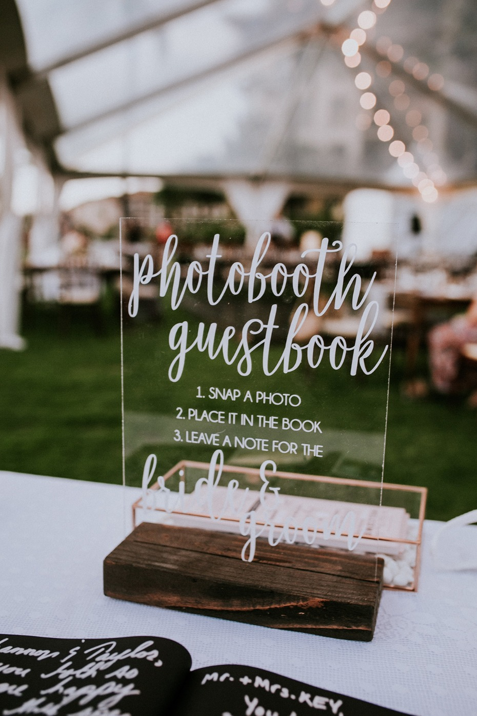 Acrylic wedding sign idea