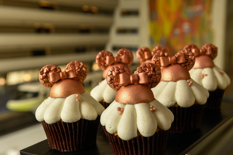 contemporary_rosegoldcupcake_0202zs_5586dr
