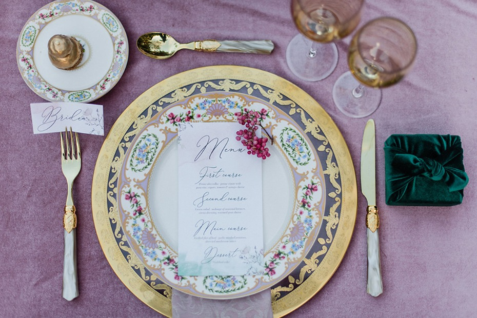 dusty rose pink wedding table decor with pops of gold and emerald green