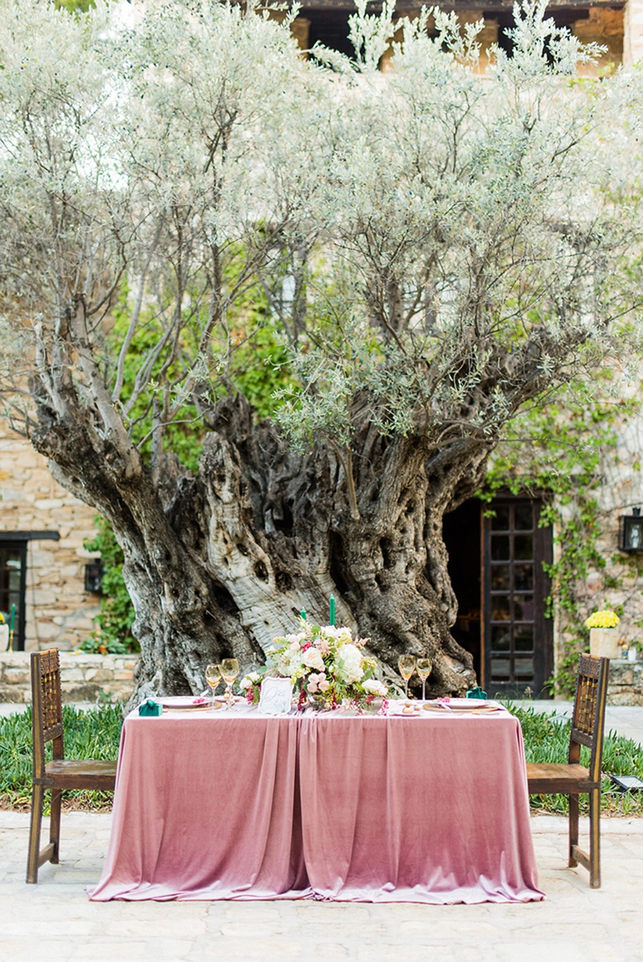 dramatic velvet draped sweetheart table