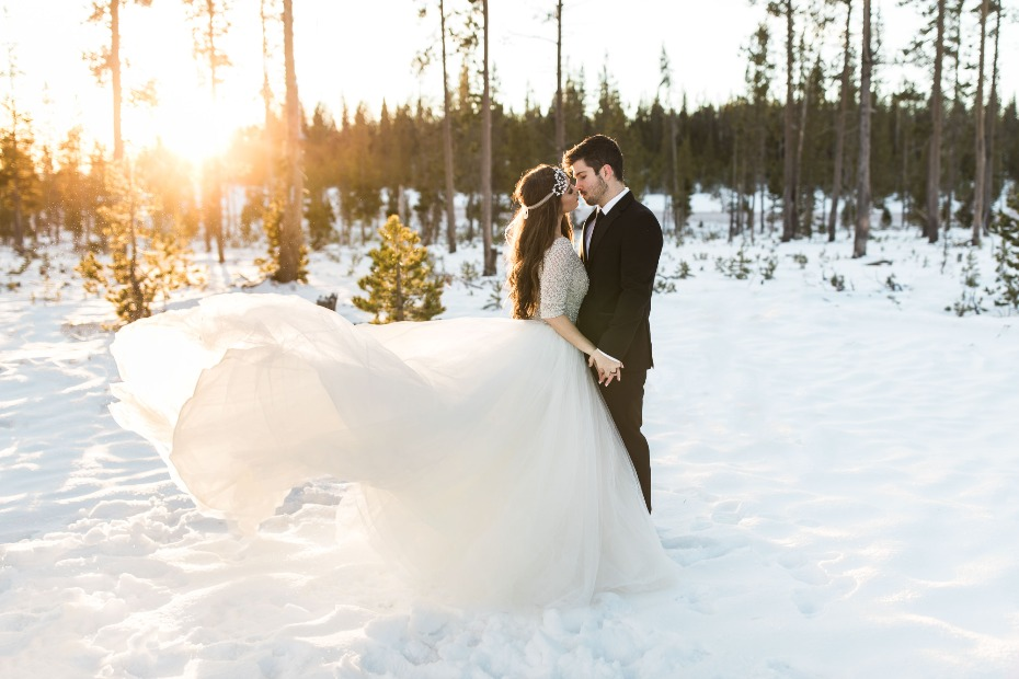 sunrise photos for a winter wedding