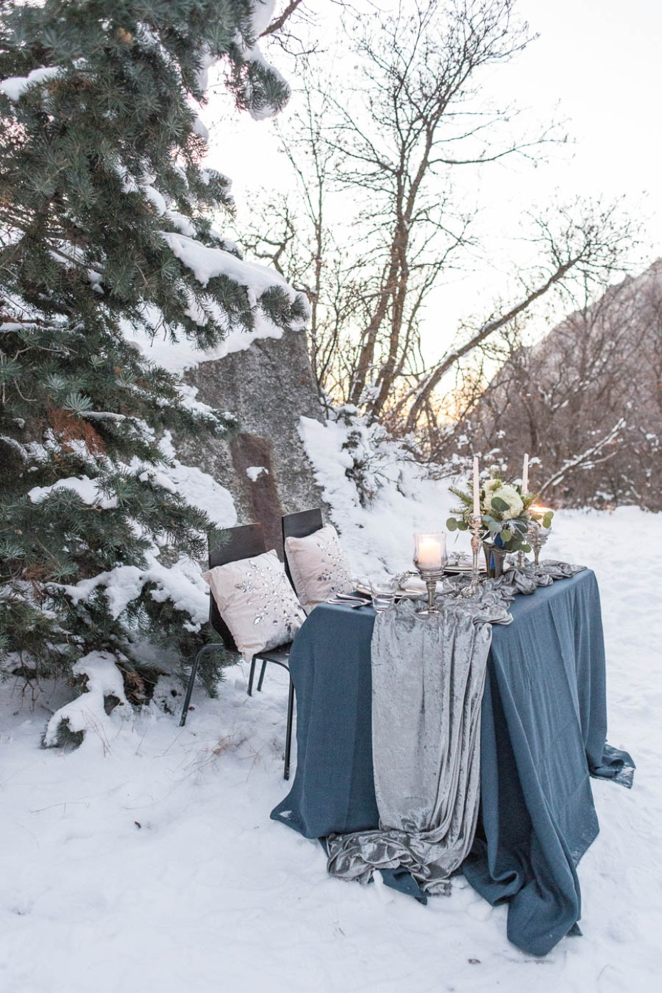 blue and silver winter wedding table decor