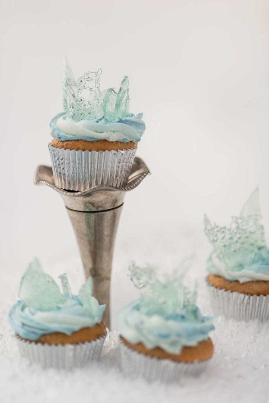 Disneys Frozen inspired wedding cupcakes